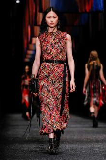 Alexander McQueen 2017-18AW パリコレクション 画像8/45