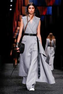 Alexander McQueen 2017-18AW パリコレクション 画像21/45