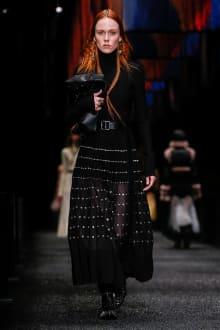 Alexander McQueen 2017-18AW パリコレクション 画像28/45