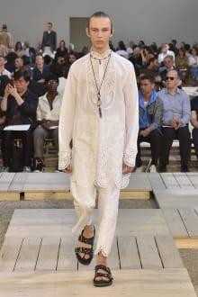 Alexander McQueen 2018SS パリコレクション 画像16/39