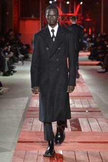 Alexander McQueen -Men's- 2018-19AW パリコレクション 画像3/40