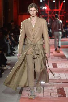Alexander McQueen -Men's- 2018-19AW パリコレクション 画像16/40