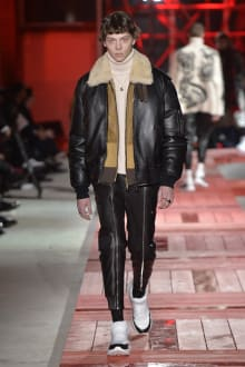 Alexander McQueen -Men's- 2018-19AW パリコレクション 画像20/40