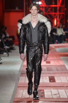 Alexander McQueen -Men's- 2018-19AW パリコレクション 画像24/40