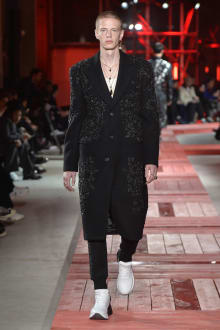 Alexander McQueen -Men's- 2018-19AW パリコレクション 画像39/40