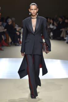 Alexander McQueen -Women's- 2018-19AW パリコレクション 画像1/42