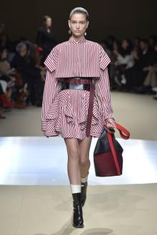 Alexander McQueen -Women's- 2018-19AW パリコレクション 画像2/42