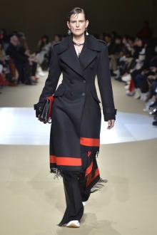 Alexander McQueen -Women's- 2018-19AW パリコレクション 画像3/42