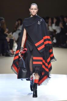 Alexander McQueen -Women's- 2018-19AW パリコレクション 画像4/42