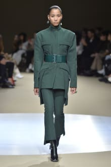 Alexander McQueen -Women's- 2018-19AW パリコレクション 画像15/42