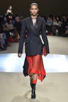 Alexander McQueen -Women's- 2018-19AW パリコレクション 画像23/42