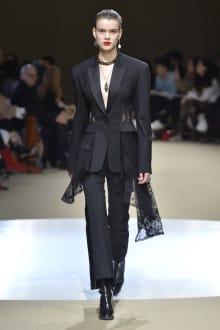 Alexander McQueen -Women's- 2018-19AW パリコレクション 画像24/42