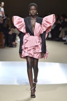 Alexander McQueen -Women's- 2018-19AW パリコレクション 画像32/42