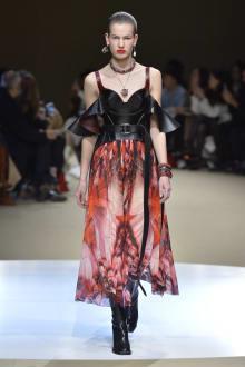 Alexander McQueen -Women's- 2018-19AW パリコレクション 画像34/42