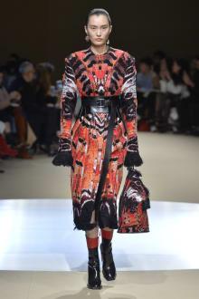 Alexander McQueen -Women's- 2018-19AW パリコレクション 画像38/42