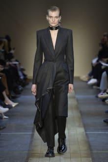 Alexander McQueen 2019-20AW パリコレクション 画像2/41