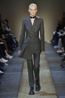 Alexander McQueen 2019-20AW パリコレクション 画像4/41