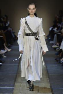 Alexander McQueen 2019-20AW パリコレクション 画像5/41