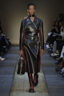 Alexander McQueen 2019-20AW パリコレクション 画像12/41
