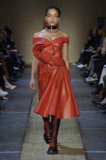 Alexander McQueen 2019-20AW パリコレクション 画像21/41