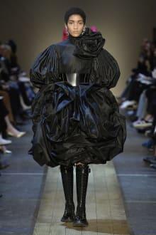 Alexander McQueen 2019-20AW パリコレクション 画像37/41