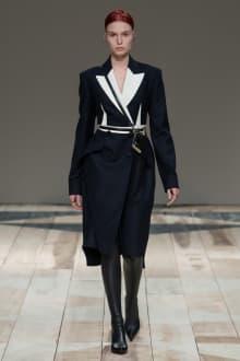 Alexander McQueen -Women's- 2020-21AW パリコレクション 画像1/47