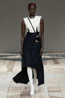 Alexander McQueen -Women's- 2020-21AW パリコレクション 画像2/47