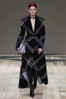 Alexander McQueen -Women's- 2020-21AW パリコレクション 画像3/47
