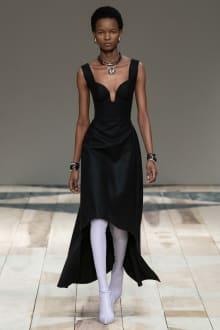 Alexander McQueen -Women's- 2020-21AW パリコレクション 画像4/47
