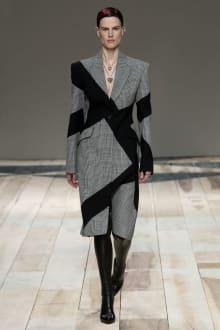 Alexander McQueen -Women's- 2020-21AW パリコレクション 画像8/47