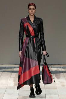 Alexander McQueen -Women's- 2020-21AW パリコレクション 画像14/47