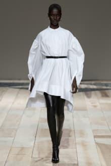 Alexander McQueen -Women's- 2020-21AW パリコレクション 画像15/47