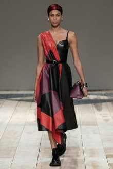Alexander McQueen -Women's- 2020-21AW パリコレクション 画像16/47