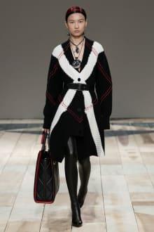 Alexander McQueen -Women's- 2020-21AW パリコレクション 画像19/47