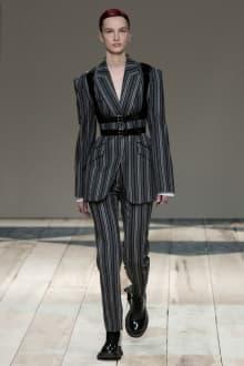 Alexander McQueen -Women's- 2020-21AW パリコレクション 画像20/47