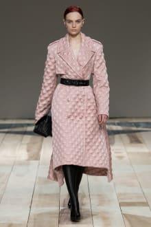 Alexander McQueen -Women's- 2020-21AW パリコレクション 画像22/47