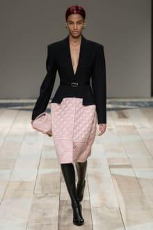 Alexander McQueen -Women's- 2020-21AW パリコレクション 画像24/47