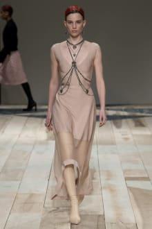 Alexander McQueen -Women's- 2020-21AW パリコレクション 画像27/47