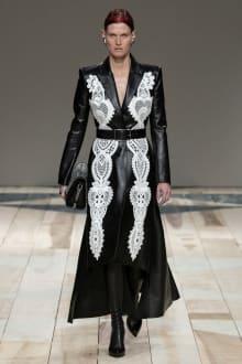 Alexander McQueen -Women's- 2020-21AW パリコレクション 画像28/47
