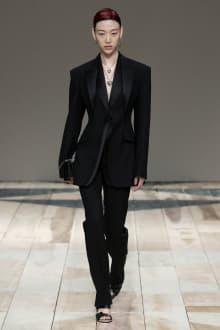Alexander McQueen -Women's- 2020-21AW パリコレクション 画像32/47