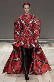 Alexander McQueen -Women's- 2020-21AW パリコレクション 画像33/47