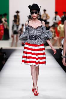 MOSCHINO 30周年回顧ファッションショー 2014SS Pre-Collectionコレクション 画像7/33