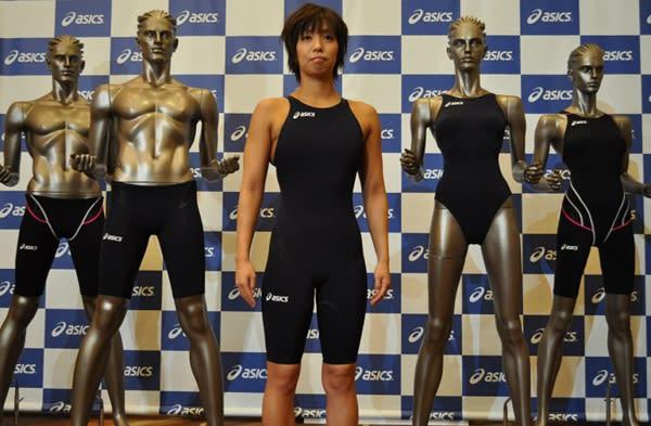 競泳用水着「TOP IMPACT LINE」を着用したアテネオリンピック女子200mバタフライ銅メダル 中西悠子選手 Image by FASHIONSNAP