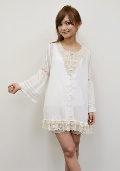 Lace motif tunic one-piece 12,600円(税込) Image by LAFORET