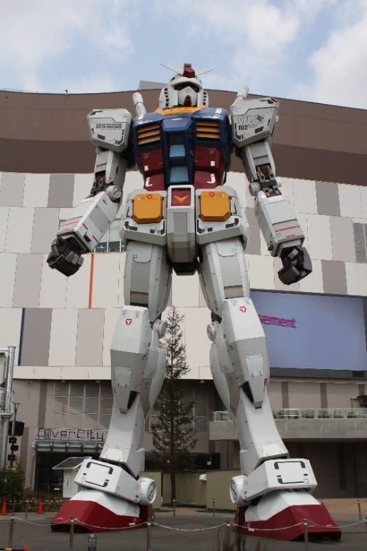 ガンダム巨大立像 Image by FASHIONSNAP