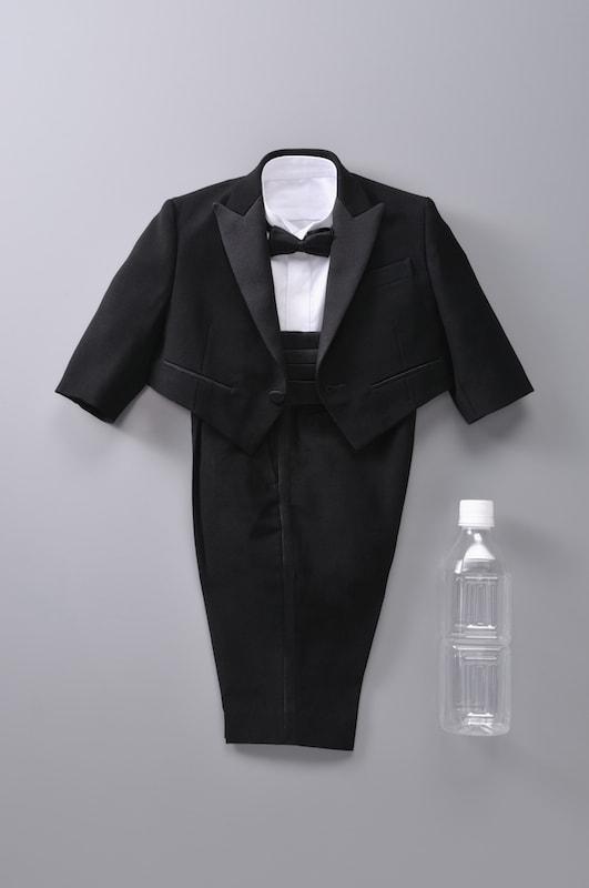 最も小さい男性用テーラーメードのスーツ Image by はるやま商事