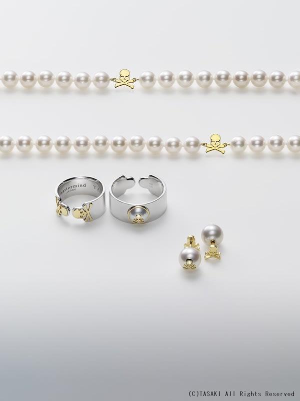 TASAKI × mastermind JAPAN ネックレス:¥323,400、リング:各¥136,500(左 ウィメンズ/右 メンズ)、ピアス:¥84,000
