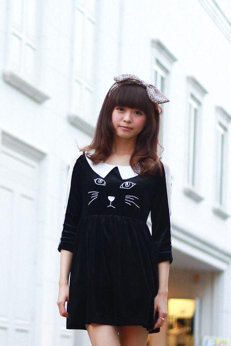 ストリートでもネコアイテムが人気 Image by FASHIONSNAP