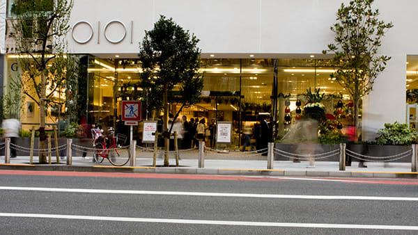 新宿マルイ 本館 エントランス Image by FASHIONSNAP