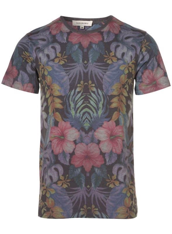 ミラザ新宿店で販売されるTaxonomyのTシャツ Image by TOPMAN